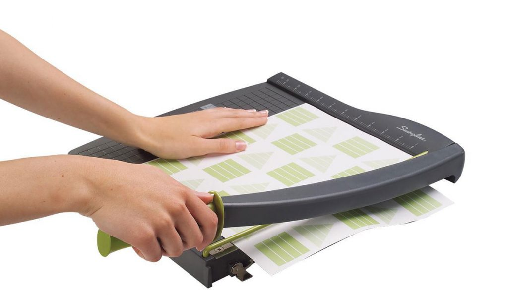 How_to_Use_a_Paper_Cutter